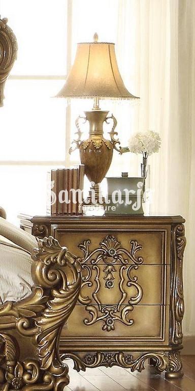 Meja Nakas Homey Design HD-8008 King Panel Kamar Tidur Set 5 Buah dalam Warna Krem, Emas, Kulit