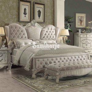 Set Tempat Tidur ACME Versailles-21130Q Queen Panel Kamar Tidur Set 3 Pcs dalam Warna Gading, Putih, Tulang, Beludru